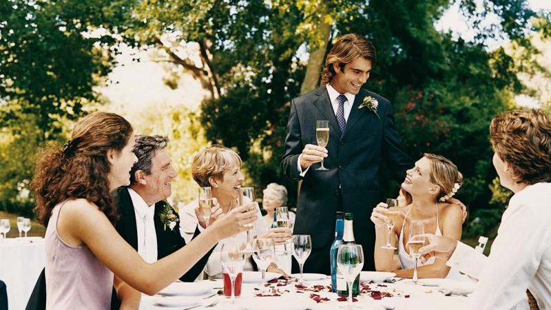 Вместо 50 приглашенных на свадьбу пришли всего 15 человек. И вот почему