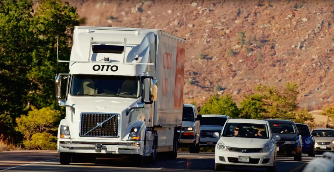 Грузовая компания перевезла пиво при помощи автономного грузовика