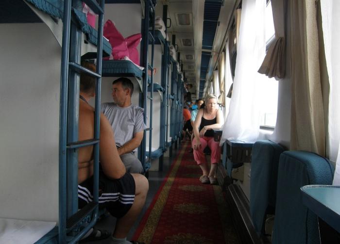 Лишь от одного вида нашей «плацкарты» пробирает дрожь: сравнение с поездами в Китае
