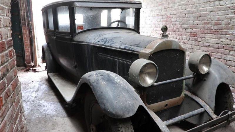 Packard 1927 года был обнаружен на заброшенной фабрике в Филадельфии