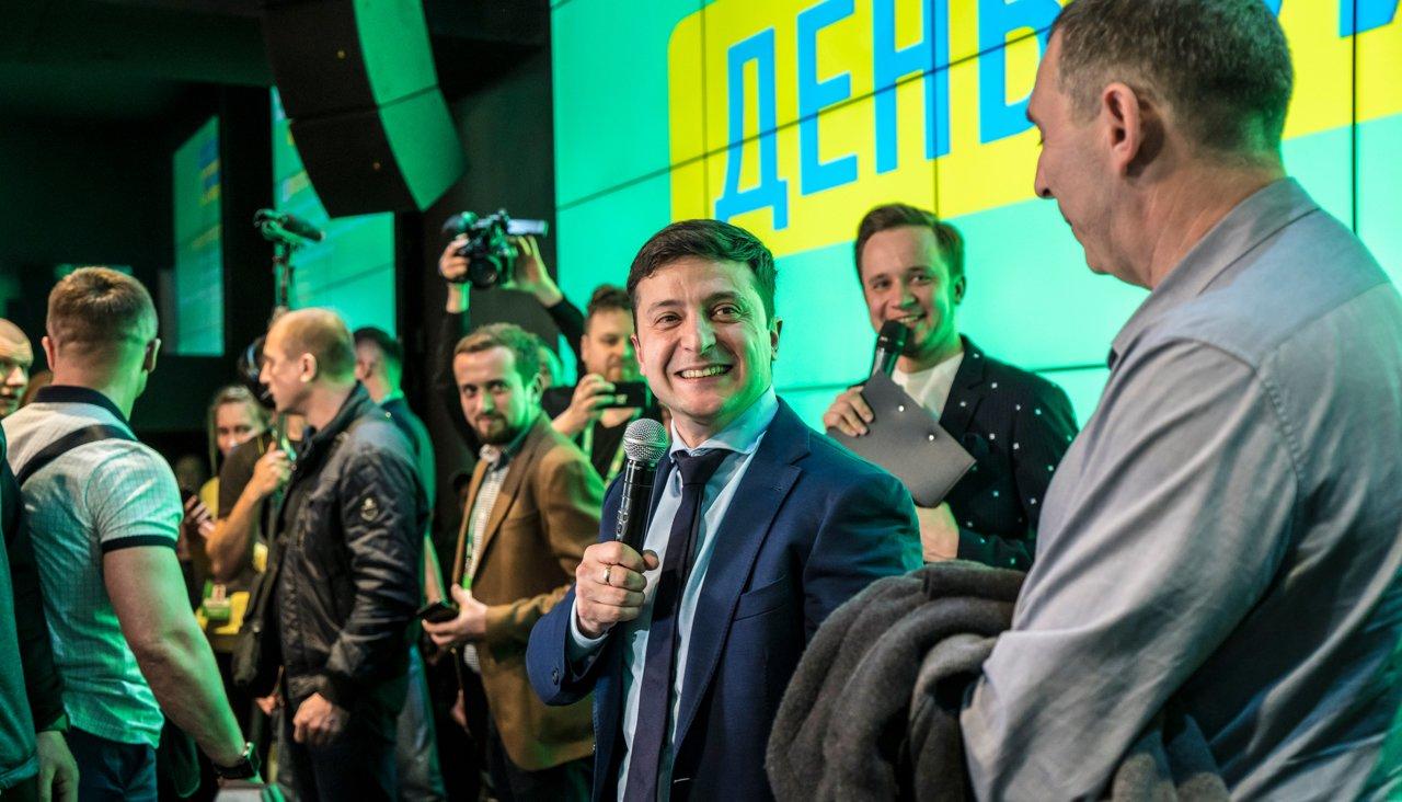 Шутки в сторону: Комик Владимир Зеленский победил в первом туре президентских выборов в Украине