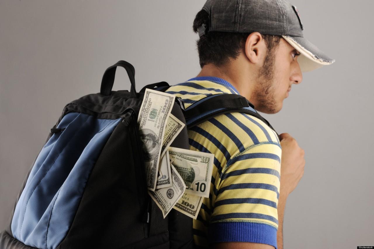 Из рюкзака байкера разлетелись 12 миллионов рублей