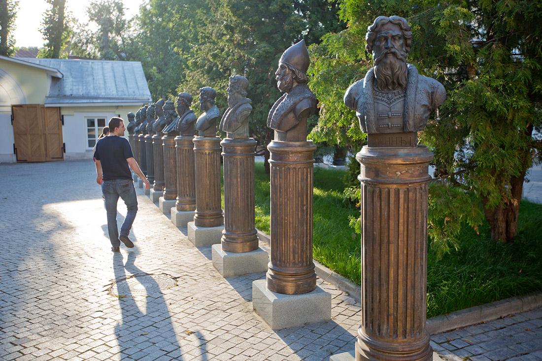 Памятник воровству и бездарности