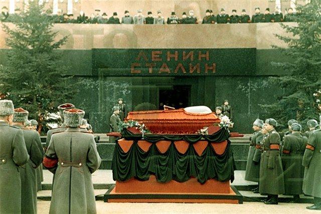 Версии события поздней осени 1961 года сталин, мавзолей, ссср