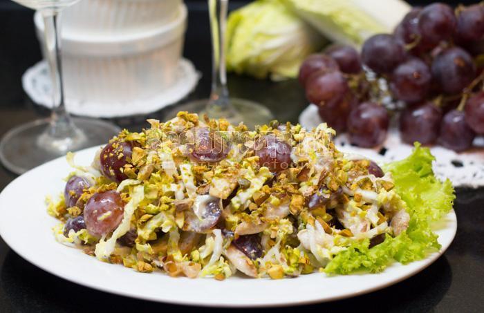 Рецепт вкусного салата с виноградом и курицей с