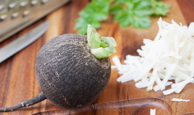 Редька – польза и вред, полезные свойства, калорийность и противопоказания