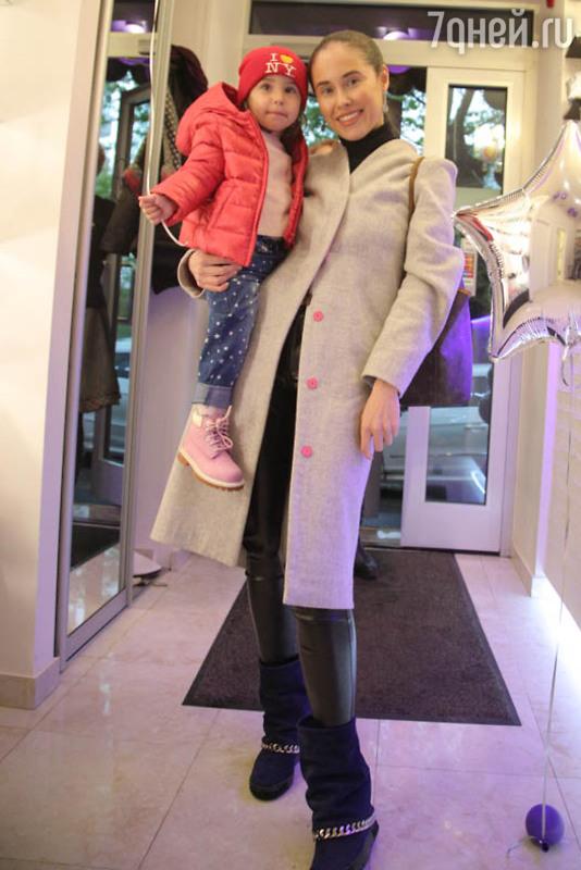 Двухлетняя дочь Иланы Юрьевой посещает салоны красоты