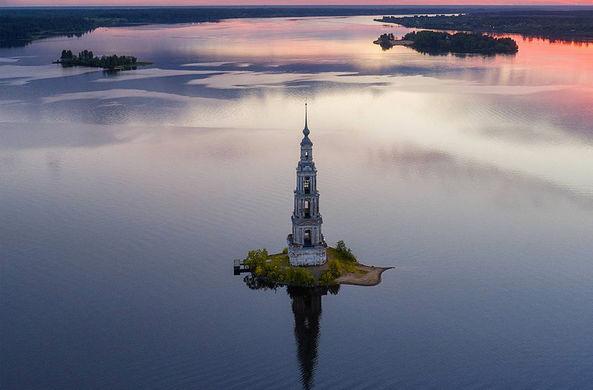 Затопленную колокольню в Калязине сняли с необычного ракурса