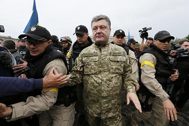 Боец ВСУ: Я хочу чтоб Порошенко просто умер (Видео)