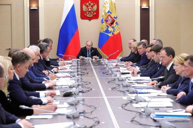 Путин провел первое в этом году совещание с членами правительства