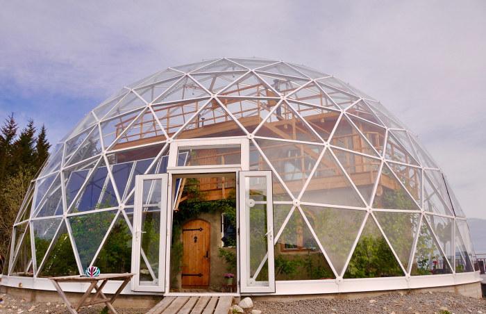 Дом под куполом: жилище за полярным кругом, где всегда тепло