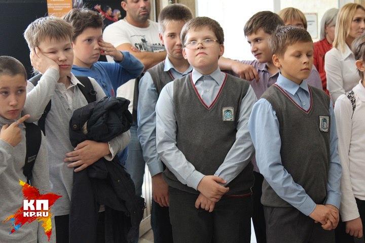 Новосибирским школьникам задали выучить песню Круга «Владимирский централ»