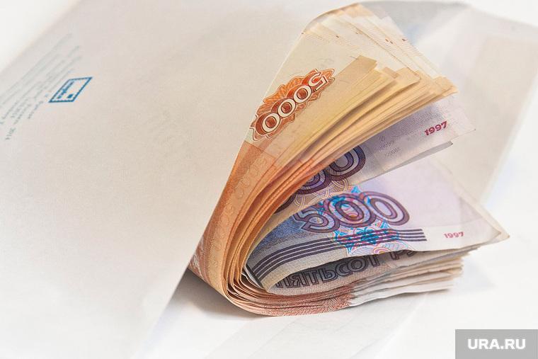 Половина россиян получают зарплату «в конвертах»