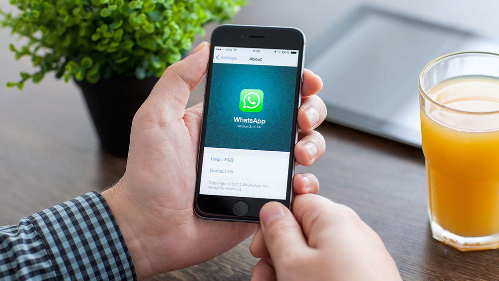 """WhatsApp """"обрушился"""" в России и других странах"""