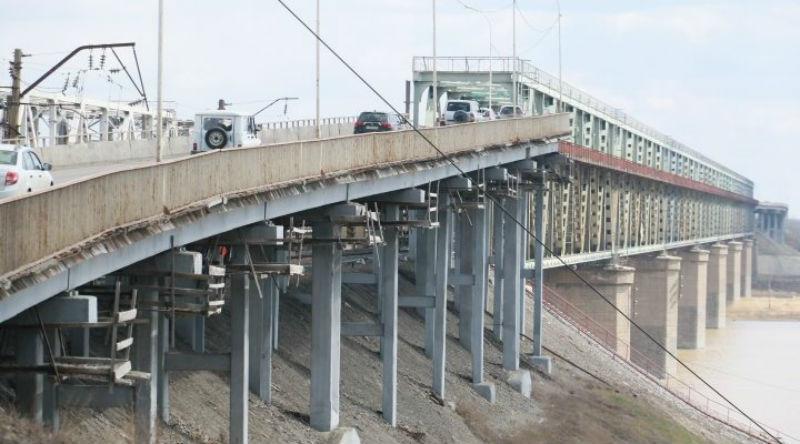 В Барнауле отремонтировали аварийный мост за один день. Вот только кто — неизвестно