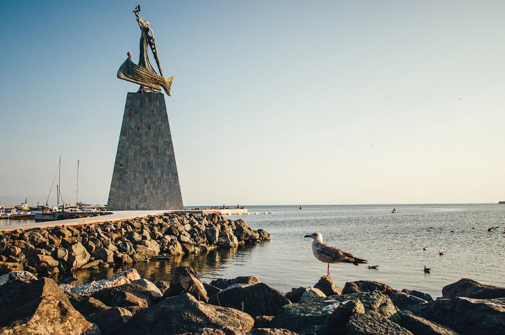 Памятник Святому Николе – покровителю моряков.