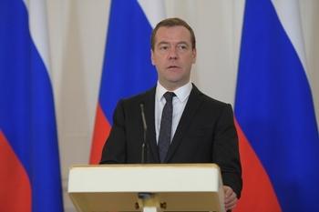 Медведев сообщил о повышении пенсий