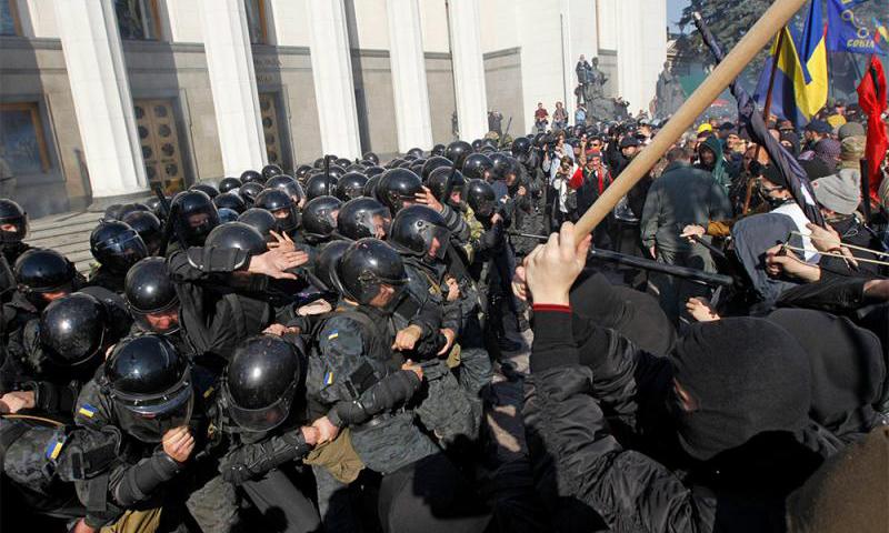 В Раду ворвались вооруженные силовики. Заседание парламента пришлось закрыть