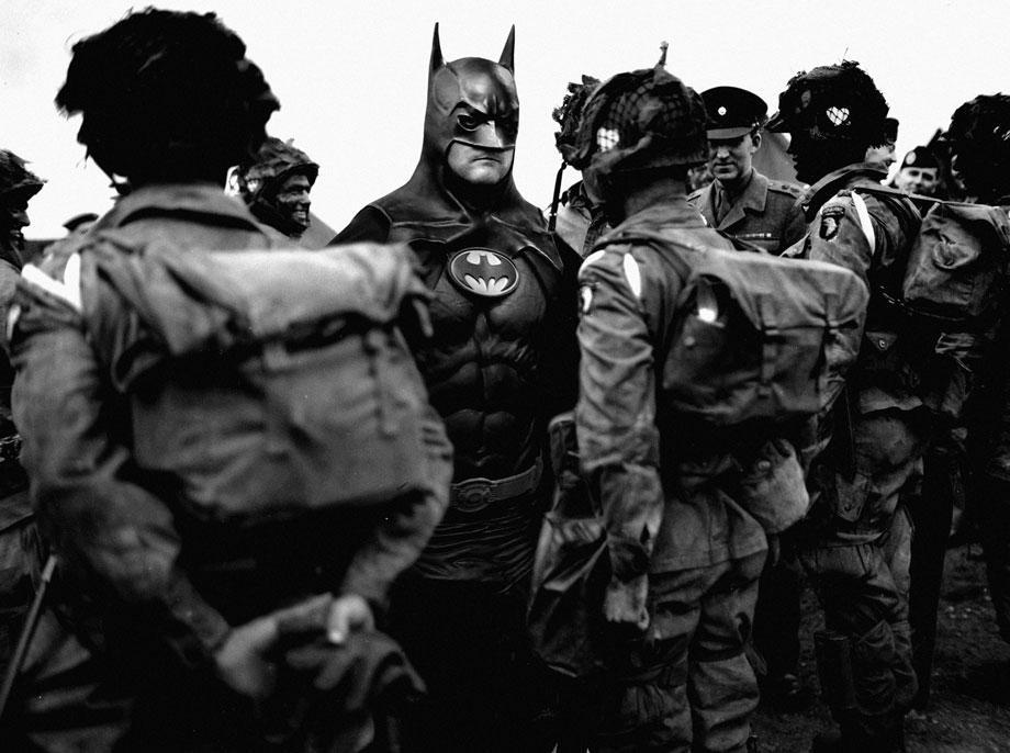 Исторические фото приобретают новый смысл, если добавить на них супергероев