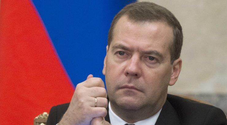 Медведев проиндексировал пенсии на 129 рублей