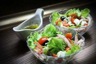 Когда стали готовить первые салаты?