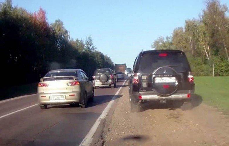 Берегись «обочечника». Водителя признали виновным за ДТП с автомобилем, едущим по обочине