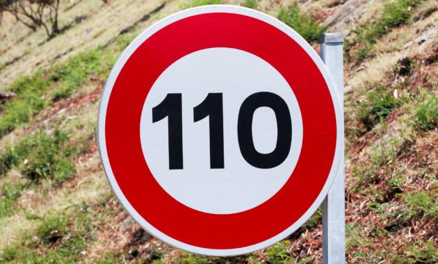 Знаки ограничения скорости могут начать размещать на салатовых щитах
