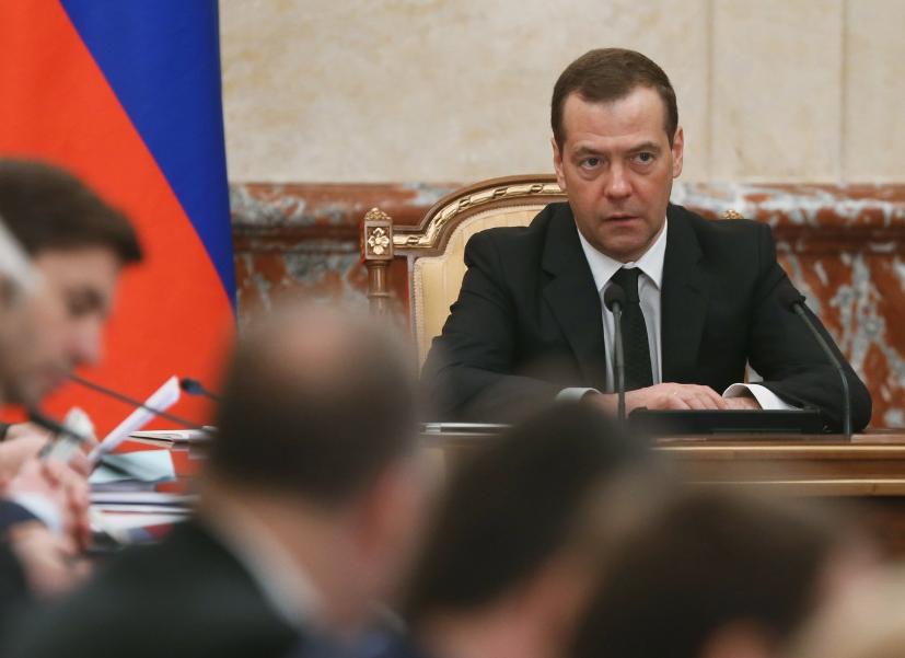 Медведев — опоздавшему Ткачёву: Будильник себе ставьте в разные места