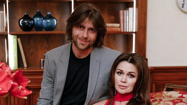 Анастасия Заворотнюк пообещала не разводиться с мужем из-за бокалов