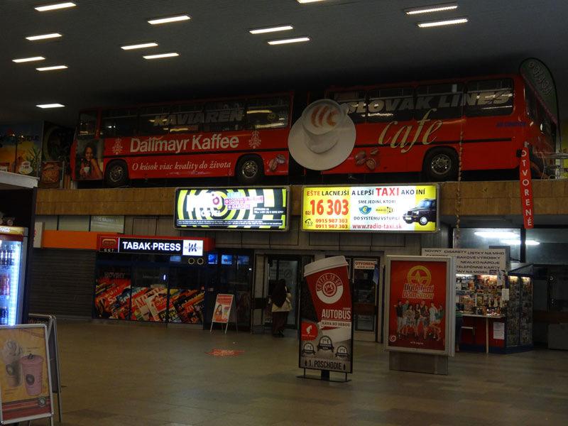Шикарное кафе автовокзала Братиславы из двух автобусов Икарус 280