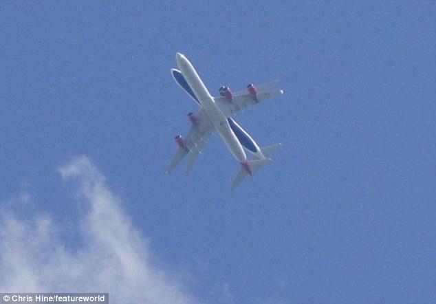В шаге катастрофы: два огромных авиалайнера опасно сблизились в небе над Хитроу