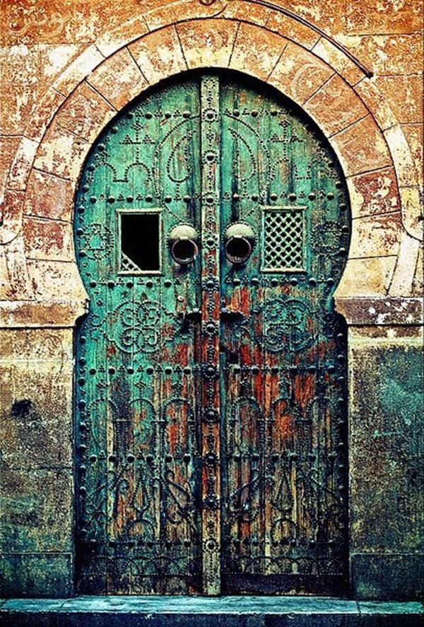 30 самых красивых и необычных входных дверей