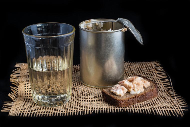 Доказано в России: чем раньше начинаешь работать, тем больше пьешь