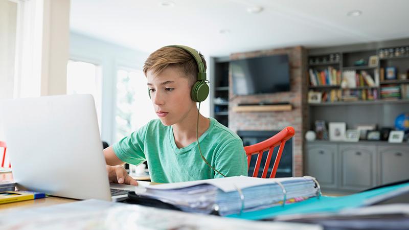 Все под колпаком: Детям до 14 лет хотят запретить соцсети