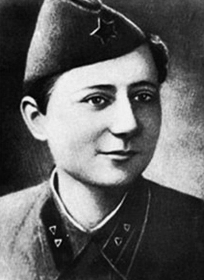 Елена Стемпковская - герой Советского Союза. Лена молчала, даже когда ей отрубили кисти рук