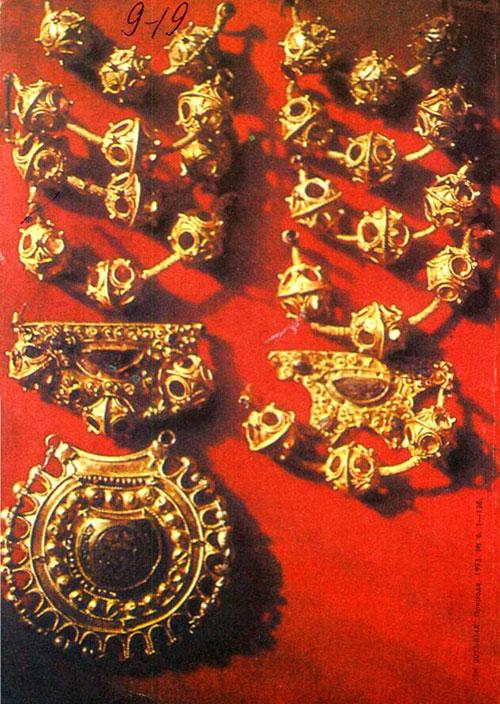 Древнерусский город мастера клад золотые украшения