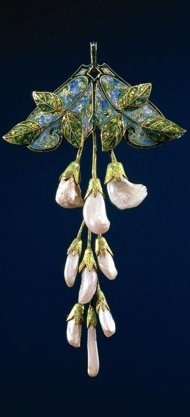 Pendant - Gold, pearls and enamel, in the form of a branch wisteria.  <div id=