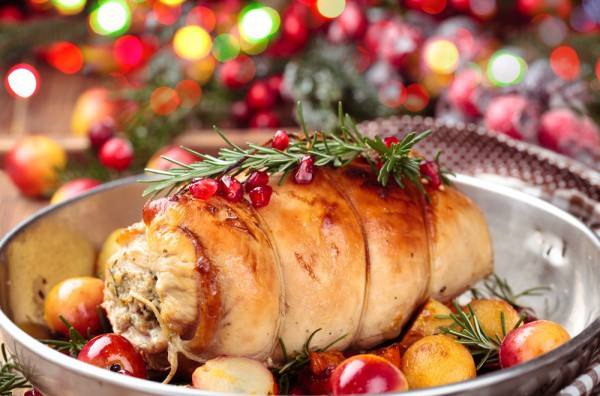 Мясной рулет на Рождество с клюквой