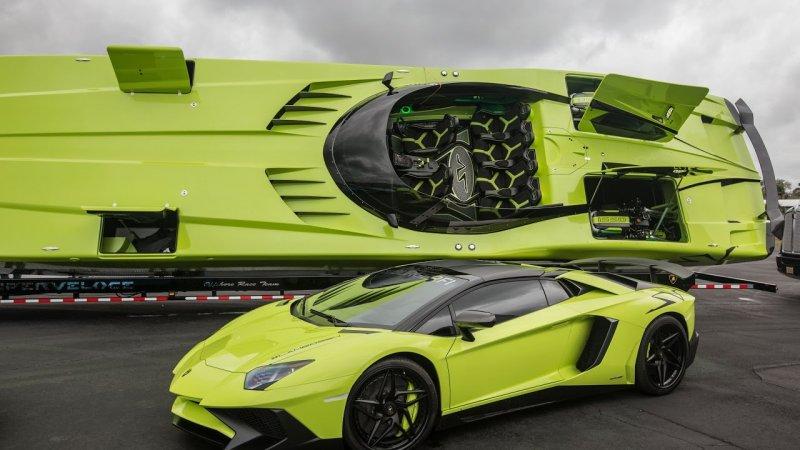 Скоростной катер в стиле Lamborghini Aventador SV в комплекте с одноименным суперкаром