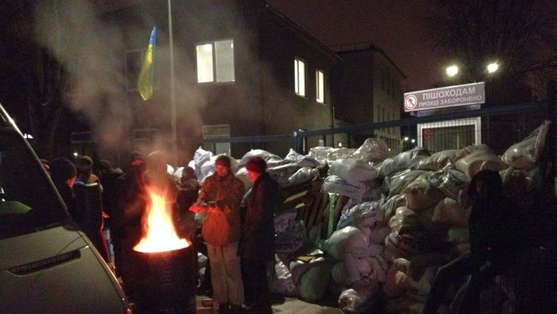 Боевики Корчинского сняли блокаду с телеканала Мураева