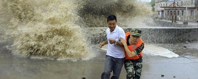 """Приближение тайфуна """"Непарта…"""