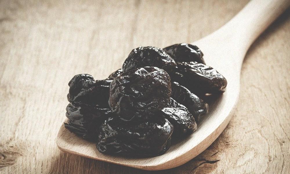 Салаты с курицей и черносливом слоями: варианты рецептов, ингредиенты, порядок приготовления