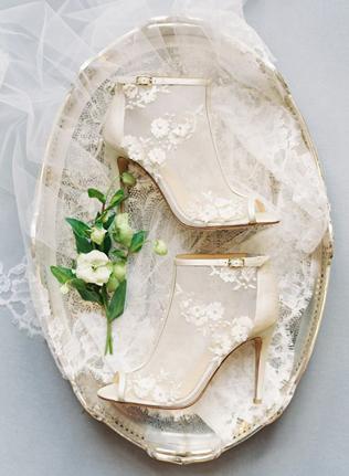Холодное лето: ботильоны для невесты