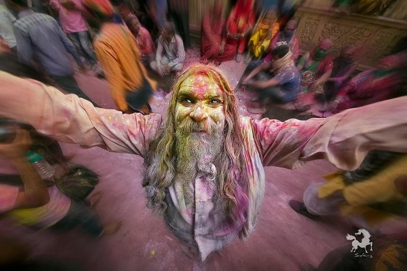 Экстаз - святой аскет садху на фестивале Холи, Барсана, Индия индия, красота, талант, творчество, фото, фотограф, фотография, художник