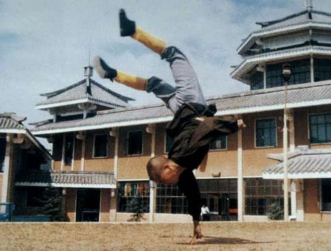 Как шаолиньские монахи тренируют свои пальцы