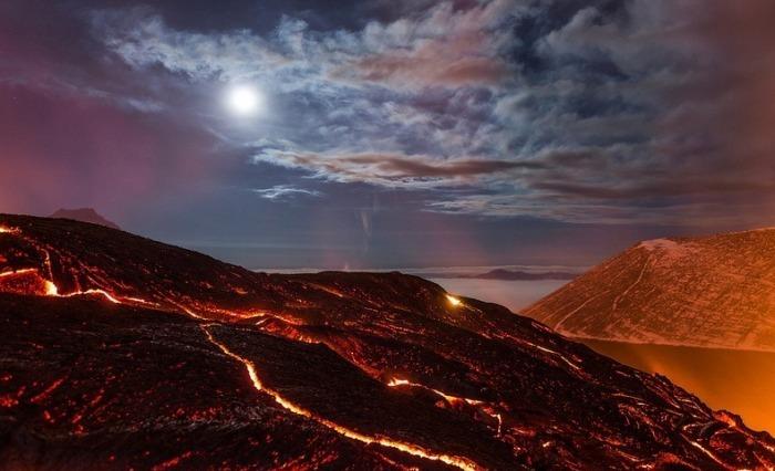 Завораживающие снимки извержения вулкана.