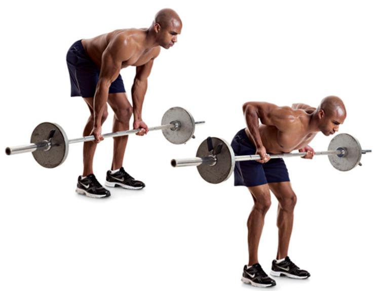 Тяга в наклоне Статичный вариант становой тяги — менее травматичный и более акцентированный на широчайших мышцах спины. Исходное положение: корпус согнут практически параллельно полу. Хват чуть шире плеч, прямой. Поднимайте штангу, напрягая боковые и средние мышцы. После небольшой паузы возвращайтесь в исходное положение, опустив штангу до полного выпрямления рук.