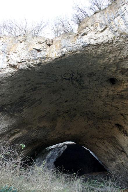 Болгария. Вход в пещеру Деветашка