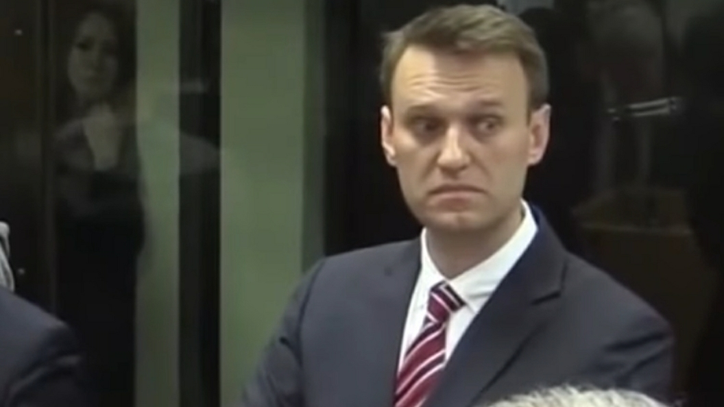 """Суд заставил Навального """"подавиться"""" своими заявлениями. Он отказался от утверждения, что Усманов давал взятку Медведеву"""
