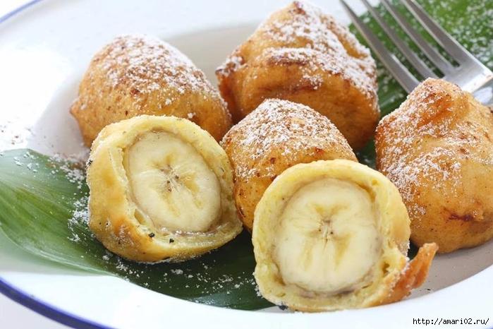 Банан в нежнейшем кляре из духовки похож на пончик